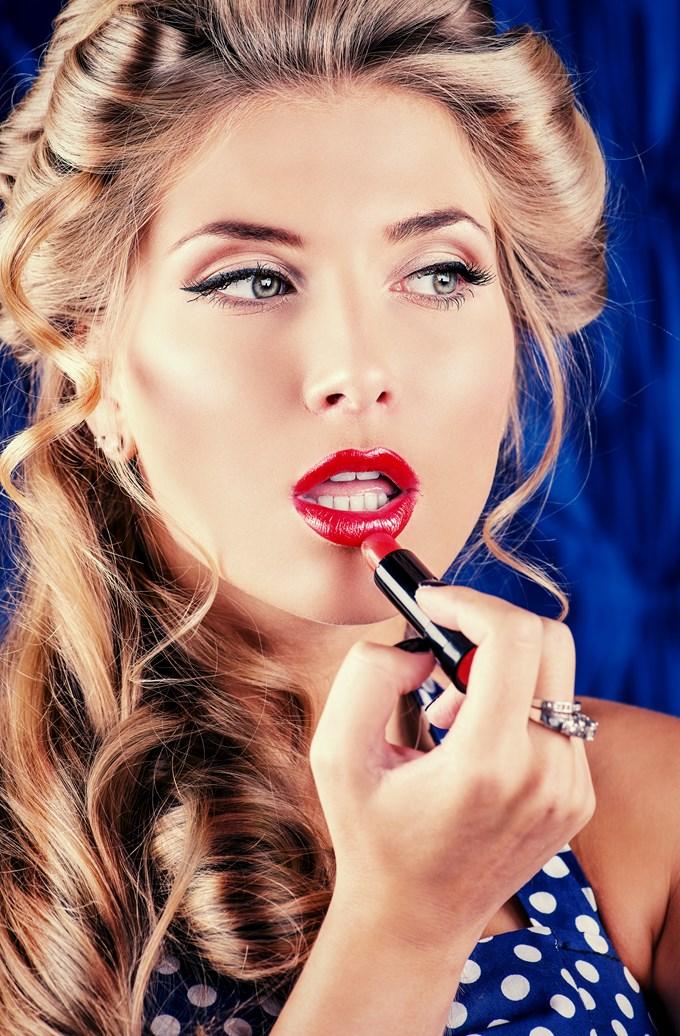 application rouge a lèvre